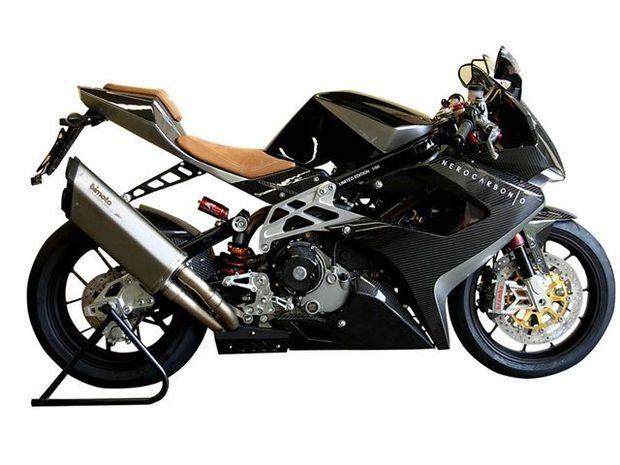 Bimota DB7 Nerocarbonio, no Salão de Design de Milão