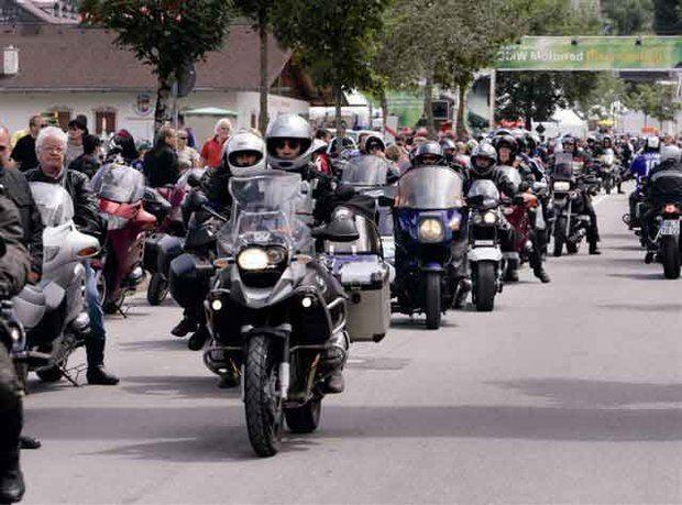 BMW do Brasil organiza o II BMW Motorrad Biker Meeting 2006 no Sul do Brasil.