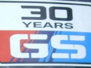 Selo comemorativo dos 30 anos vem afixado no parabrisa da R1200 GS Adventure