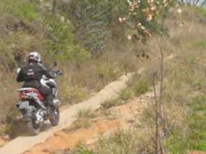 A R1200 GS na trilha até que vai bem, mas como qualquer outra big-trail, com pneus especiais vai bem melhor