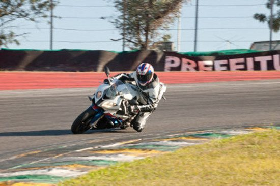 "Camargo na BMW S1000 RR no ""S do Senna"" em Interlagos"