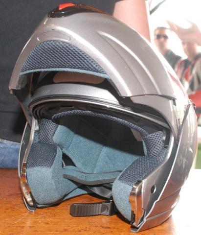 O capacete ROVCAN surpreende pelo bom projeto