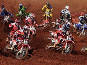 Foto: Largada da categoria MX2 no Brasileiro de Motocross