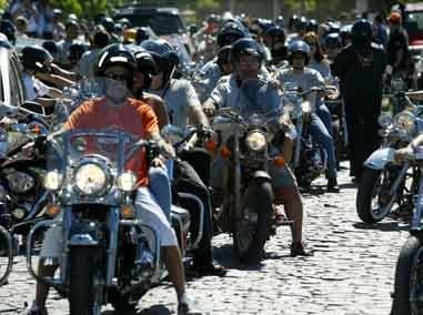 Foto: Motos da Harley lotaram as ruas de B£zios