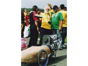 Carros de bambu e de bananeira vencem a maratona energética