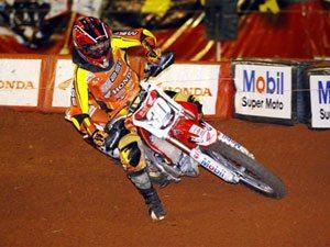 Foto: Hector Assunção, piloto da categoria Júnior, no Arena Cross