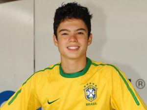 Contusão traz Eric Granado de volta ao Brasil