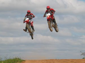 Foto: CRF 230 voando