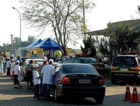 Crianças do Sul Fluminense realizam blitz educativa na Via Dutra