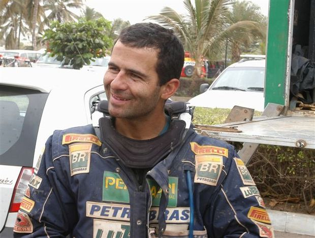 Foto: Jean chega em Dakar ap¢s vencer a pen£ltima etapa da prova