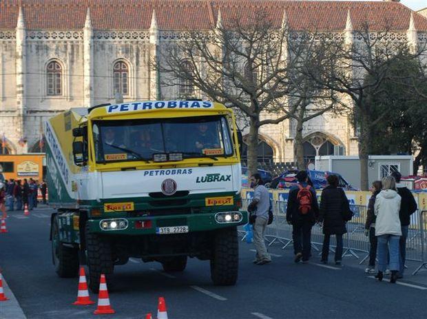 Foto: O caminhÆo da Equipe Petrobras Lubrax atrai o p£blico em Lisboa