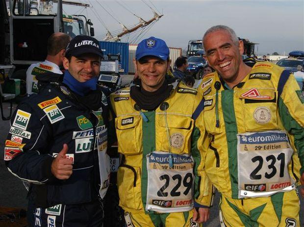 Foto: Jean celebra com os brasileiros Dimas Mattos e Carlos Ambr¢sio
