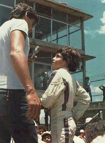No parquinho de diversões chamado Interlagos o garoto Alexandre com seu tio Aurélio (foto: arquivo pessoal)