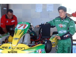 Foto: Felipe Leonardos e Marcelo Massoni ao lado do kart da categoria Shifter