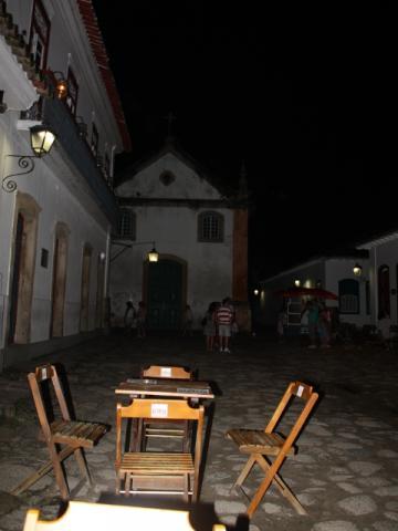 Os bares em Parati vendem bebidas artesanais