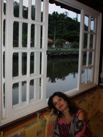 Verbena e a vista de Parati, livre da chuva