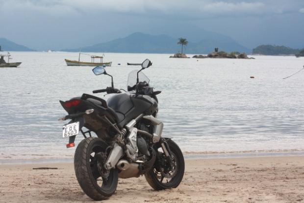 Versys na praia turística de Parati