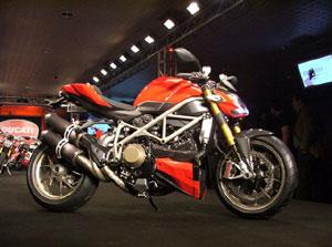 Ducati Streetfighter - Lutadora das ruas