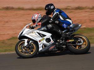 ECPA apresenta moto de competição com garupa