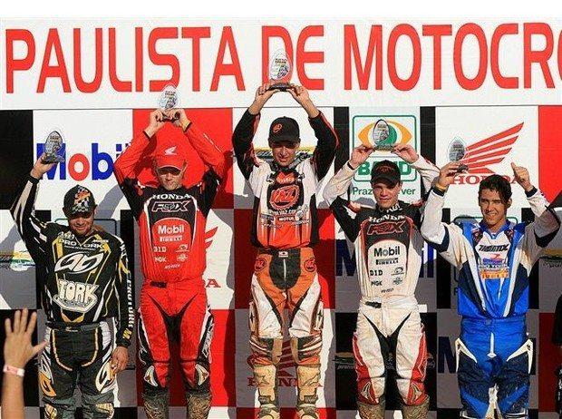 Foto: Lucas Moraes (dir) ficou em quinto na categoria MX2 da 3¦ etapa do Paulista