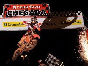 Foto: Leando Silva, piloto da categoria Pro do Team Honda no Arena Cross