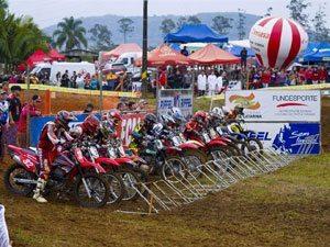 Foto: Gate e arquibancadas lotadas na Copa Sul de MotoCross