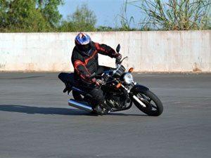 Foto: André no limite da moto