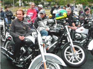 Fittipaldi reúne apaixonados por motos em passeio por São Paulo