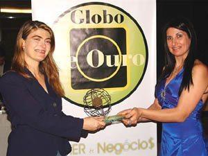 Foto: Rita Jardim, Diretora da revista Magazine Mulher & Neg¢cios entregou o prˆmio para Gisele Flores.