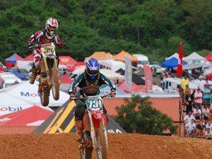 Foto: Mariana Balbi luta pela vice-liderança no Brasileiro de Motocross