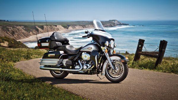 O top da linha Harley - Davidson a FLHT Ultra Classic