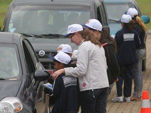 Hoje (20), crianças dão dicas de educação no trânsito aos motoristas na via Dutra