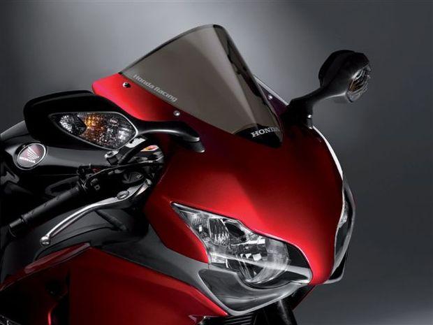 Honda CBR 1000 RR fica mais leve e potente