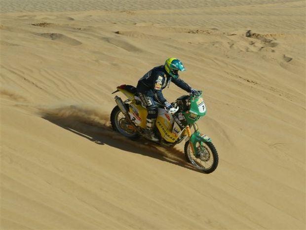 Jean Azevedo fica em 8º lugar na primeira etapa do Rally de Dubai