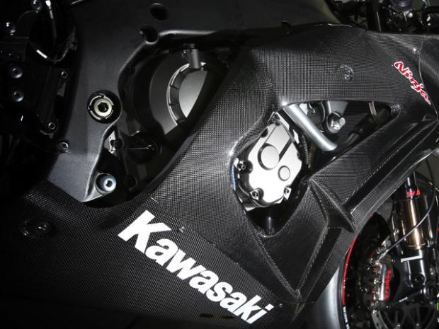 Kawasaki ZX10R 2011 - Japão contra-ataca na guerra tecnológica