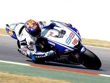 Lorenzo bate Rossi na luta pela pole em Barcelona