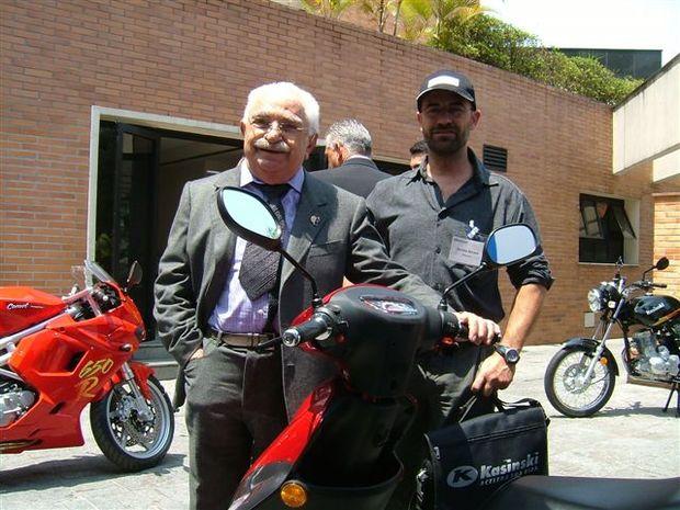 Foto: Sr. Kasinski que completa 90 anos com o Editor Tite