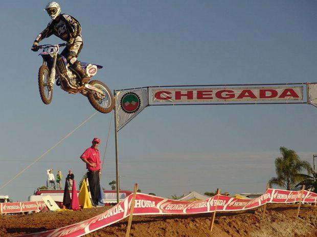 Manobras Radicais Marcam a Abertura da Copa Sul de Motocross, Maracajá, SC