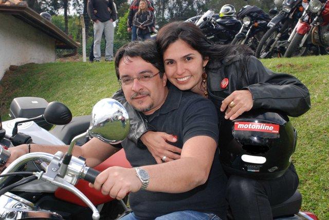 Uma paixão por motos e pessoas. Na garupa: minha Maria na viagem ao I ENM na Shadow 750cc cedida pela Honda