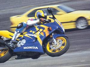 Foto: Moto ou carro: qual mais rpido?