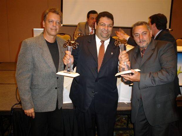 Foto: Jornalistas JoÆo Mendes, Marcel Mano, Silvio Porto