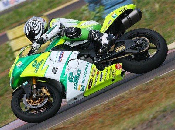 Foto: Bruno Corano assumiu a lideran‡a no Supersport da Motovelocidade