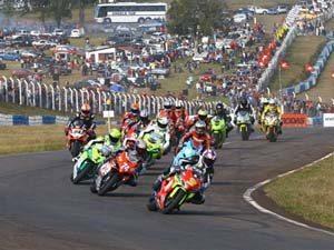 Foto: Largada da categoria Superbike do Campeonato Brasileiro