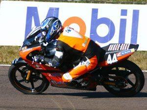Foto: Lucas Mattei ' piloto da categoria 250cc no Brasileiro de Motovelocidade