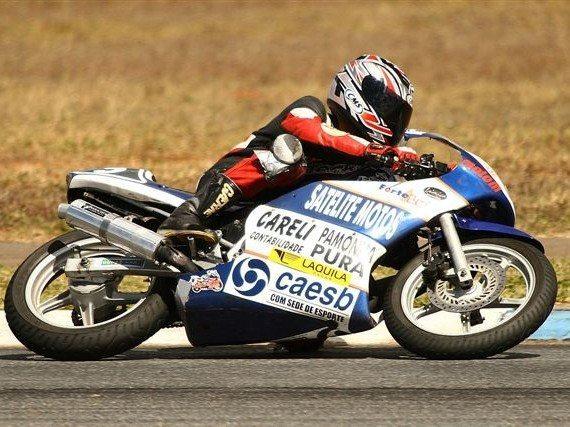 Foto: William Pontes precisa de trope‡os de adversrios para ser campeÆo na 250cc