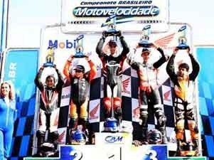 Foto: P¢dio da 125cc no aut¢dromo internacional de Pinhais