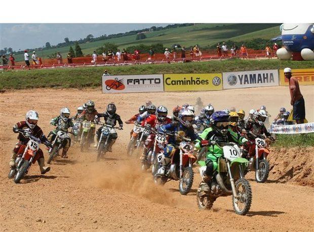Foto: Largada da categoria 65 cilindradas do Brasileiro de Motocross