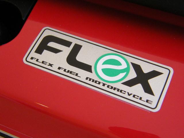 O adesivo Flex na Biz 125: alinhada com o meio-ambiente