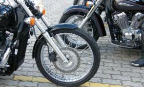 A roda dianteira diferente na Shadow 2011: mais equilíbrio