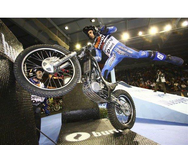 Foto: O espanhol Cabestany faz manobra durante etapa do Campeonato Mundial
